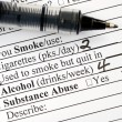 Answer the smoking question in a medical questionnaire — Stockfoto