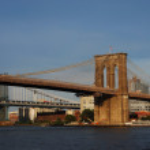 Brooklyn Bridge in New York City under blue sky — Stock Photo