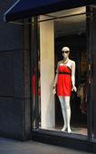 вид окна отображения от магазина одежды — Стоковое фото