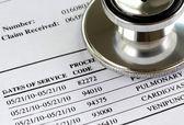 Rachunek od koncepcji lekarz, rosnące koszty medyczne — Zdjęcie stockowe