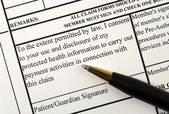 A patient signs the medical claim form — Stock Photo