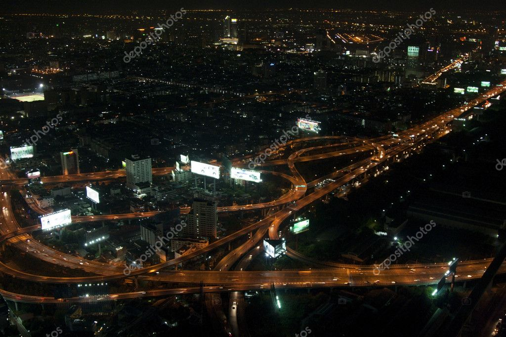 Night bangkok speedway with heights 70 floors — Stock Photo #3294353
