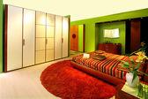 Зеленая спальня — Стоковое фото