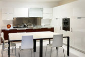 Bílá kuchyň — Stock fotografie