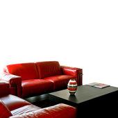 Sofá rojo aislado — Foto de Stock