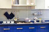 Comptoir de cuisine bleu — Photo
