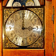relógio de madeira antigo — Foto Stock