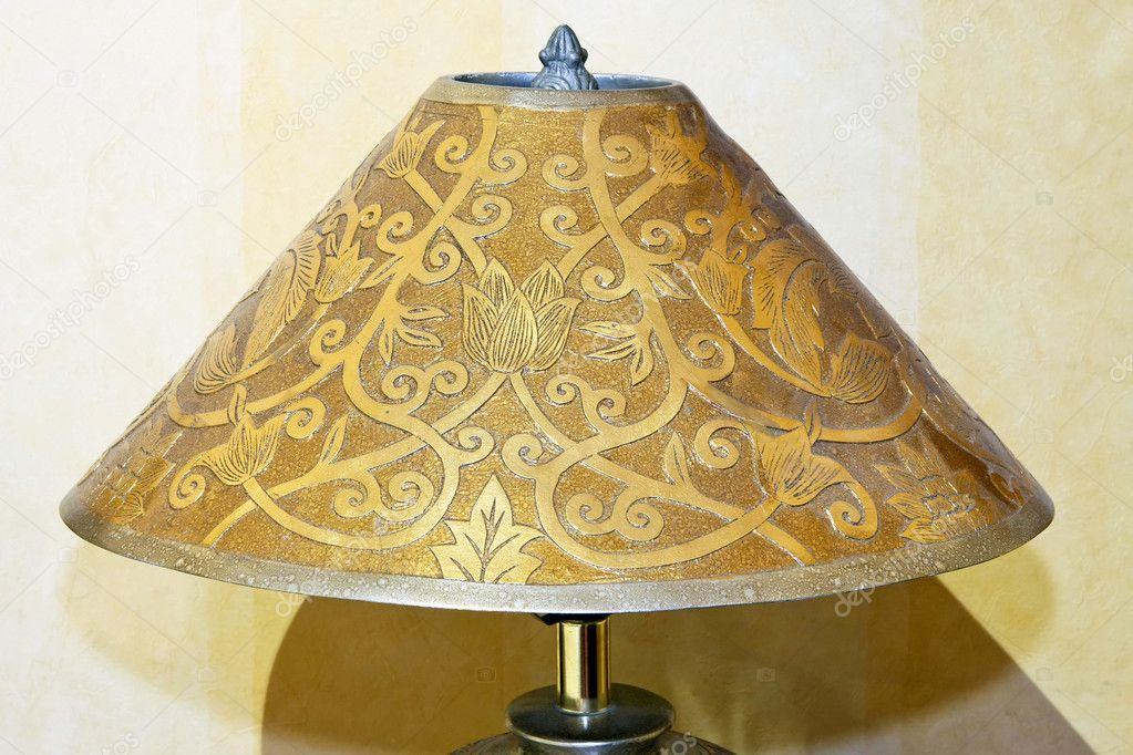 how to fix the metal on a lampshade