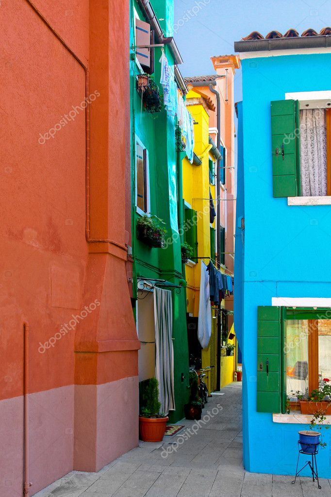 Narrow Mediterranean style street on Burano island — Stock Photo #3467821