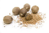 WHOLE AND GRATED NUTMEG — 图库照片
