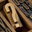 Question mark in letterpress type - Stockfoto