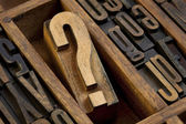 Question mark in letterpress type — Stockfoto