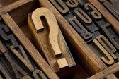 Znak zapytania w typ typografia — Zdjęcie stockowe