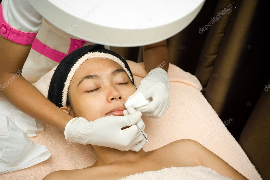 Asian ethnic young woman having facial treatment by beautician. removing blackhead which clog the pores — Stock Photo #3820644