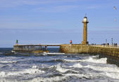 Whitby pier and lighthouse — Stock Photo