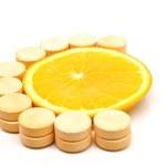 Natural and artificial c vitamin — Stock Photo #2848935
