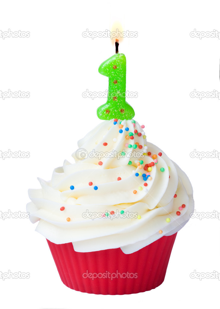 Birthday cupcake decorated with a green candle — Stock Photo #2739828