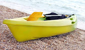 Yellow and green canoe — Stock Photo