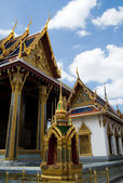 Thai buddhist temple Wat phra kaeo — Stock Photo