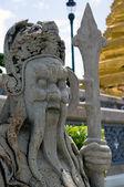 传统泰国雕像在宏伟的宫殿 — 图库照片
