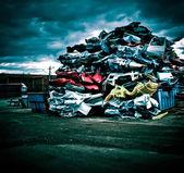 堆的废旧汽车 — 图库照片