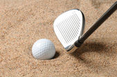 Golf Ball in Sand Trap — Stockfoto