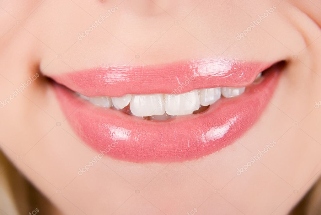 Beautiful young woman smile isolated over white background — Stock Photo #2751633