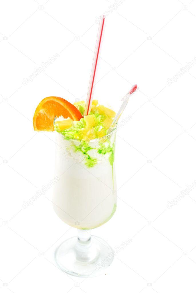 Как сделать коктейль из фруктов и молока