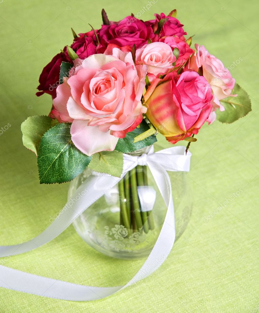 Wedding bunch of flowers on a green table — Stock Photo #3588522