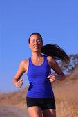Kobieta lekkoatletka — Zdjęcie stockowe