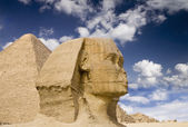 Egyptian Sphinx with pyramid — Stock Photo