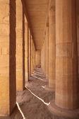 Columnas cuadradas y redondas — Foto de Stock