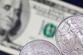Deux pièces de monnaie de dollar en argent — Photo