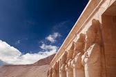 Stenen beelden in egyptische tempel — Stockfoto