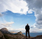 Man on the cliff — Foto Stock