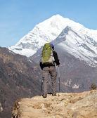ヒマラヤでのハイキングします。 — ストック写真