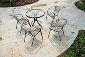 Cadeiras e mesa de baralho — Foto Stock