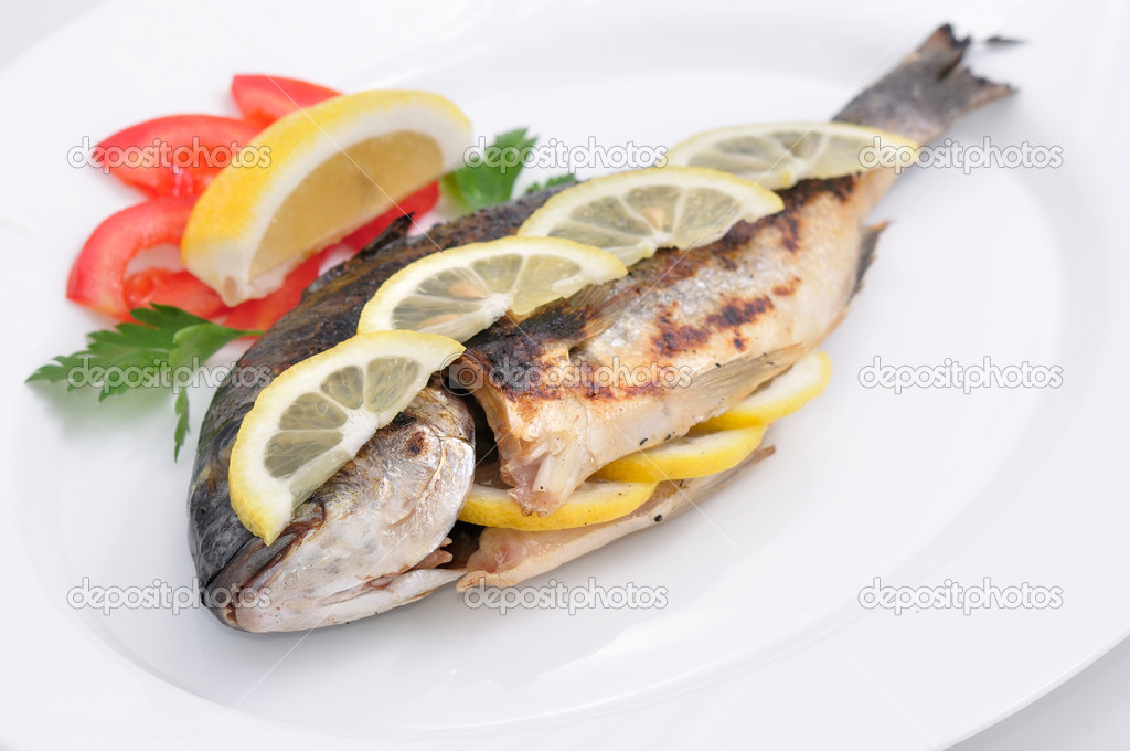 Grilling fish in a white bowl — Stock Photo #3215157