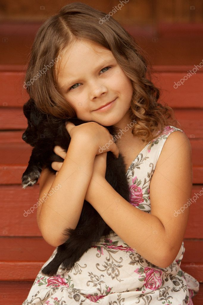 A girl holding her new puppy. — Stock Photo #3721643