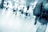 Folla di la fretta nel corridoio della metropolitana. quadro astratto. — Foto Stock