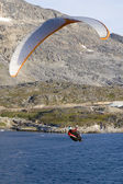 Paraglider over the ocean — Стоковое фото