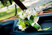 Bridal bouquet on wedding day — Stock Photo