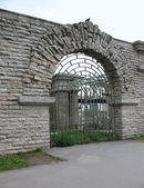 A stone wall with arched opening. — Stock Photo