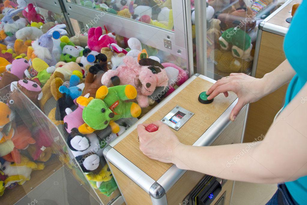 онлайн играть вытягивающий игрушки автоматы