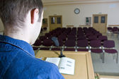 Altavoz en el trabajo y auditorio vacío — Foto de Stock
