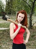 Žena se sekyrou — Stock fotografie