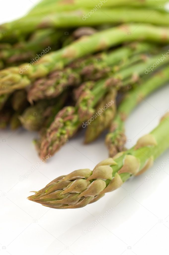 Close up vertical shot of asparagus with shallow depth of field on white background — Stock Photo #2721672