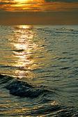 Sea wave at a solar decline — Stock Photo