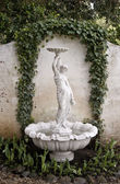 Statue de fontaine de jardin — Photo