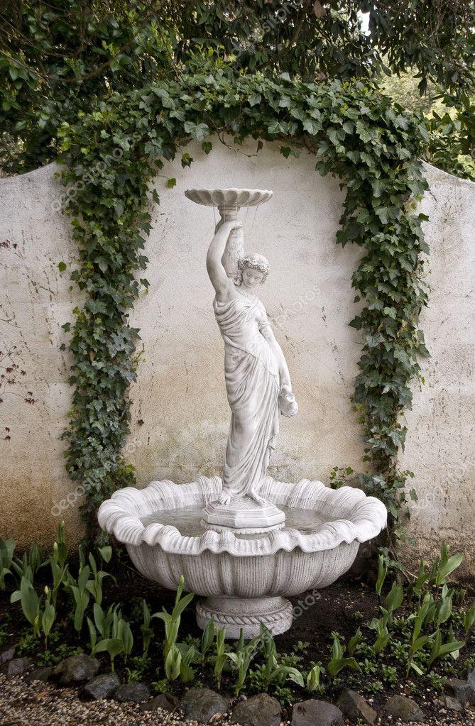 Statue de fontaine de jardin photographie shippee 2972537 for Fontaine de jardin niagara